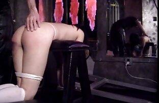 Die Muschi eines jungen, ruhigen, deutsche sexfilme mit älteren frauen streichelte mit den Fingern auf dem Bett,