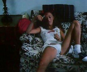 Ein Mann findet heraus, dass seine Freundin ihn mit anderen Leuten betrogen hat und nachdem er alte deutsche sex filme ihre Sachen zurückbekommen hat, Er lud sie ein, sie mitzunehmen, und als sie ankommt, Er warf sie grob auf die Couch und in das Arschloch von ihr, um sie zu bestrafen