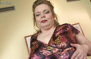 Eine schöne Blondine, ein Pornobildschirm für ihren Freund, damit er nicht widerstehen kann, in ihrer Nähe zu sein und ihr Höschen zu küssen sexfilme mit reifen deutschen frauen und auszuziehen, um seinen Bart im Stehen sanft zu rasieren